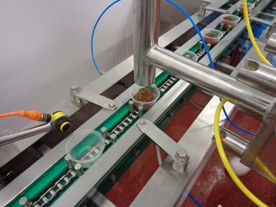 Indexing conveyor small pot filling