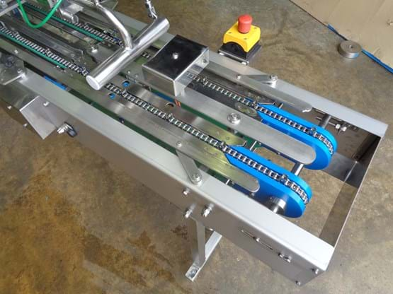 Twin lane indexing conveyor with Mini-Fill MKIII